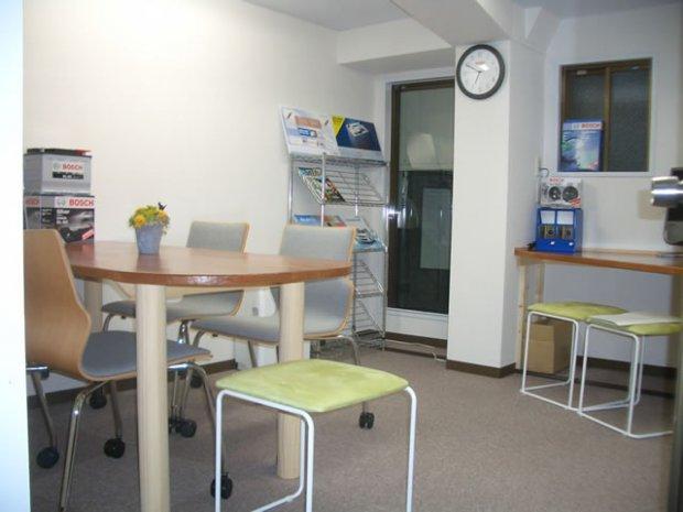 2階のスペースをお客様専用の待合スペースに